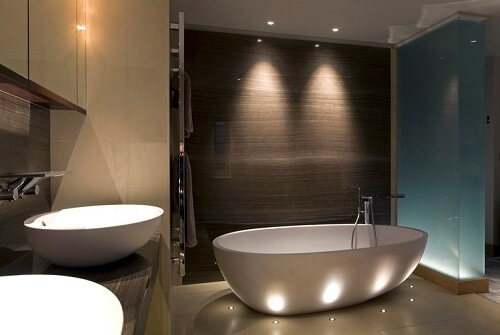 conseil belle salle de bain lampadaire