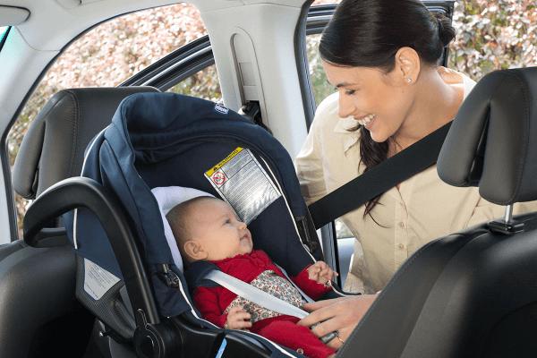 installer le siège dans la voiture