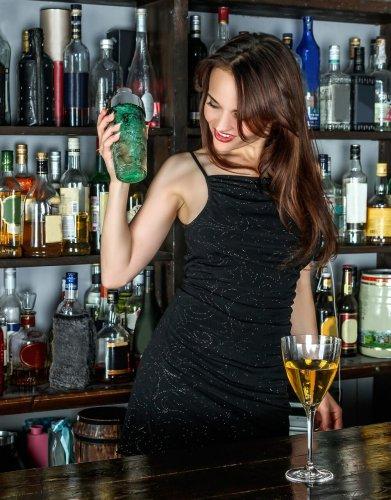 femme élégante soirée cocktail